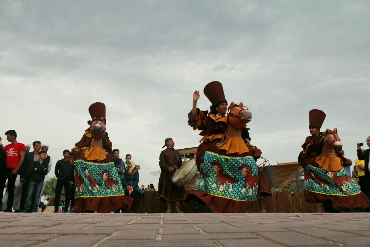 اجرای نمایش خیابانی در جشنواره نوروزی فروردین ۹۸ کیش/عباس دوست قرین