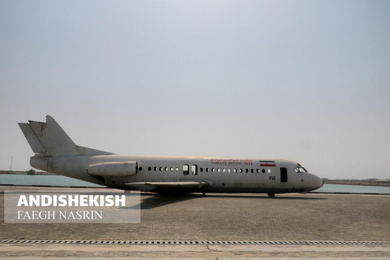بدنه هواپیمای فوکر برای ایجاد سایت غواصی به جزیره کیش رسید