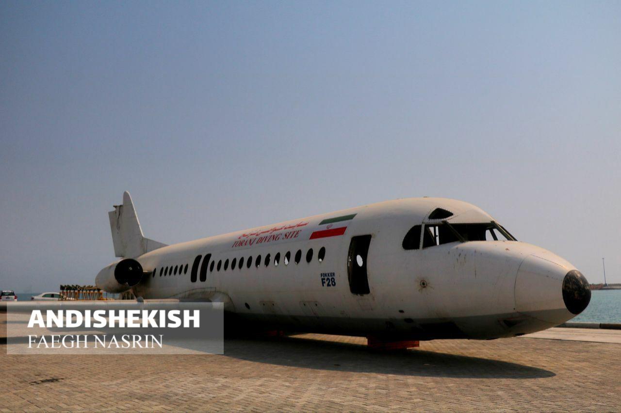 گزارش تصویری : بدنه هواپیمای فوکر برای ایجاد سایت غواصی به جزیره کیش رسید/عکس : نسرین فائق