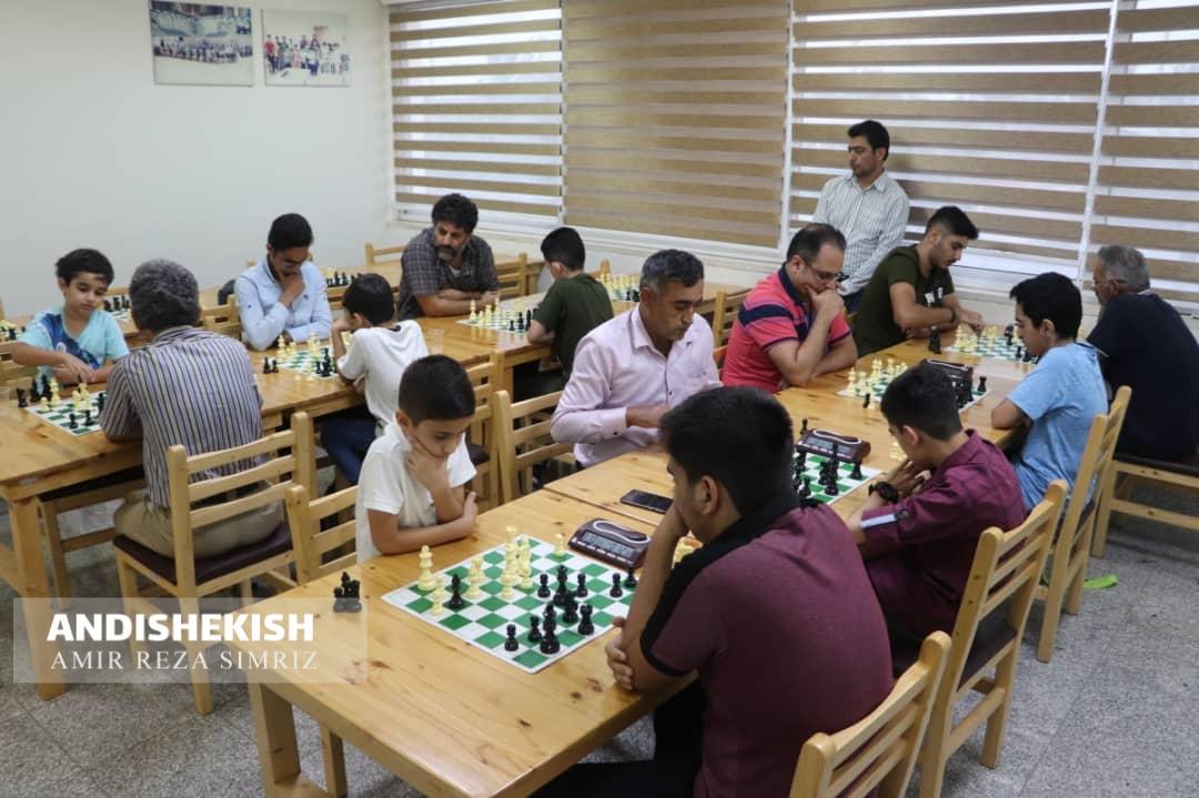 گزارش تصویری : مسابقات شطرنج به مناسبت گرامیداشت هفته دفاع مقدس در کیش/عکس: امیررضا سیم ریز/امید خداوردیان