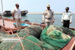 کشف شناورهای حامل سوخت قاچاق و صید غیر مجاز در آب های سرزمینی کیش