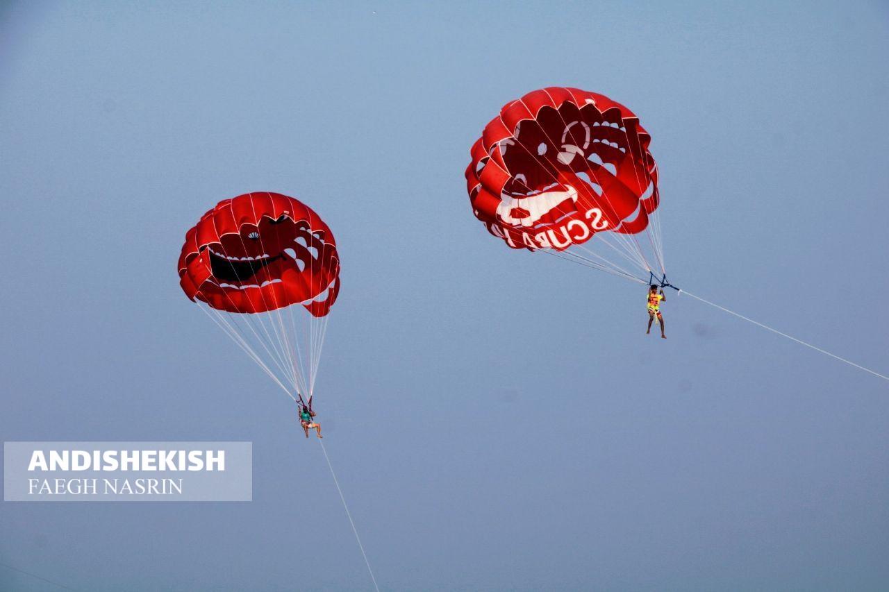 گزارش تصویری : مسابقات پاراسل به مناسبت هفته دفاع مقدس در جزیره کیش/عکس: نسرین فائق/امیررضا سیم ریز