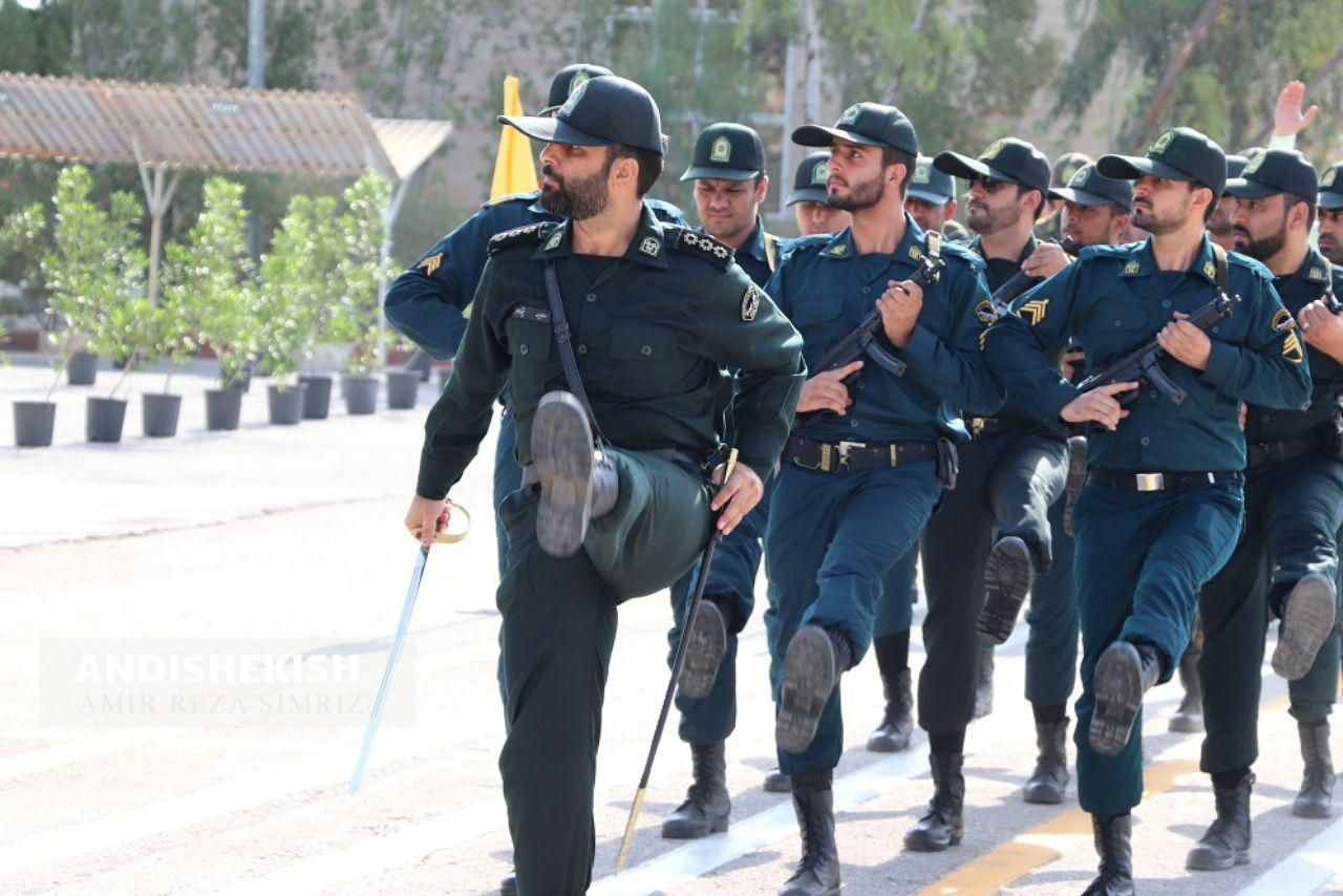گزارش تصویری : صبحگاه مشترک نیروهای مسلح جزیره کیش به مناسبت هفته نیروی انتظامی/ عکس : امیررضا سیم ریز
