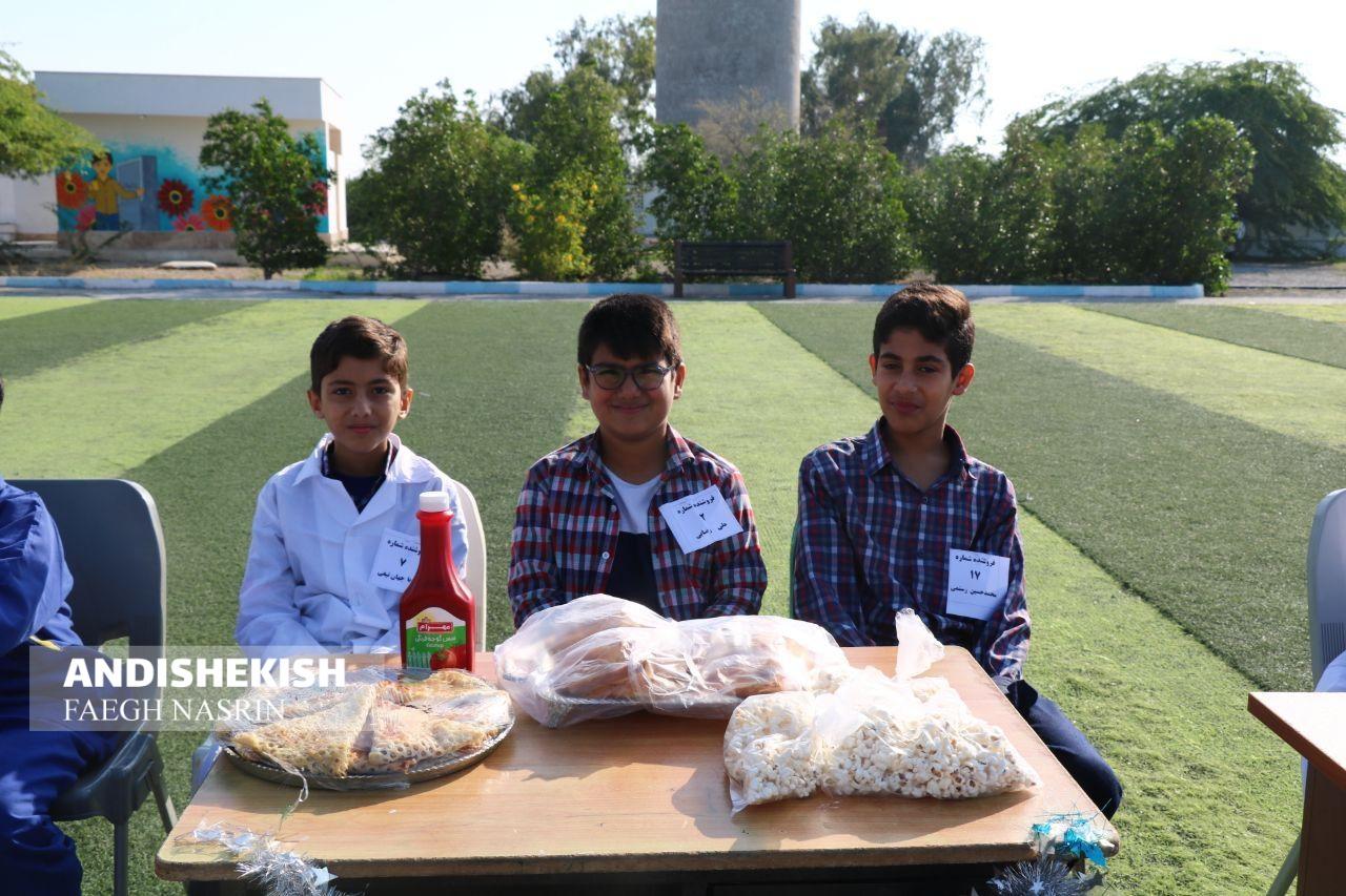بازارچه خیریه دانش آموزان جزیره کیش برای کمک به سیل زدگان سیستان و بلوچستان