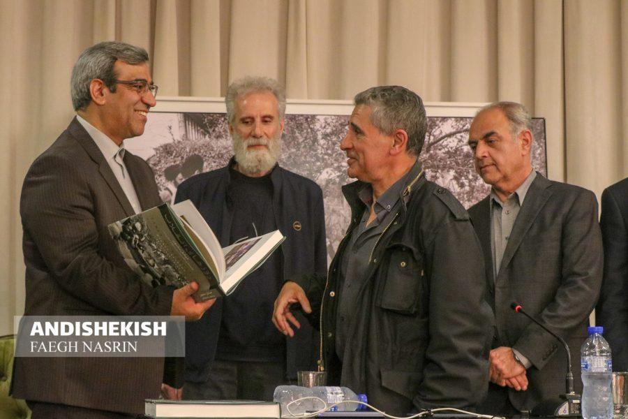 گزارش تصویری : چاپ جدید کتاب عکس میشل ستبون عکاس فرانسوی دوران انقلاب در جزیره کیش
