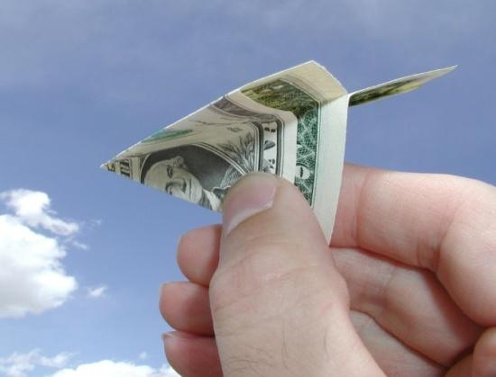 پرواز دلار، کیش و دل هایی که هر لحظه می لرزد